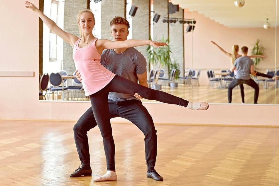 Nun tritt sie doch an: Mit dem Wiener Walzer will Lutricia Bock (18) zusammen  mit Tanzpartner David Neubert (22) das Publikum begeistern.