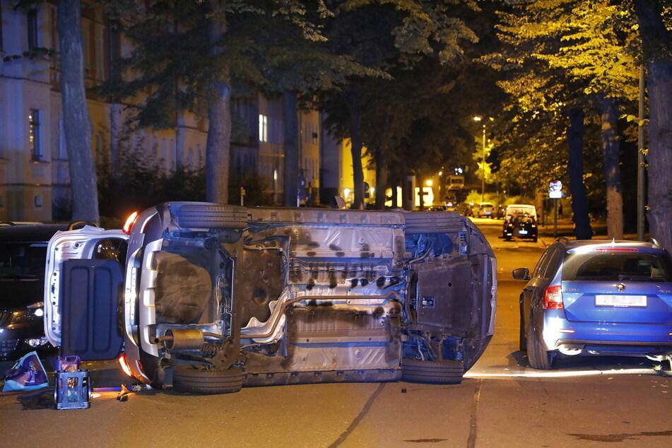 Der Dacia knallte gegen einen geparkten Skoda.