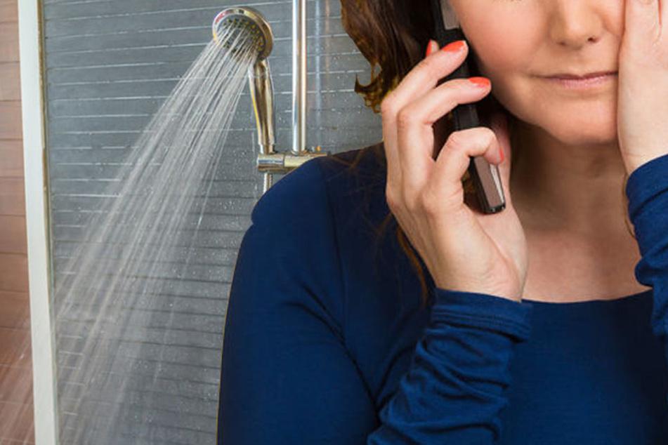 Gruselig, was den Frauen am Telefon erzählt wurde: Eine Kamera unter der Dusche. (Symbolbild)