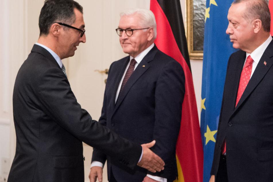 Eiskalter Handshake von Erdogan mit Grünen-Mann Özdemir
