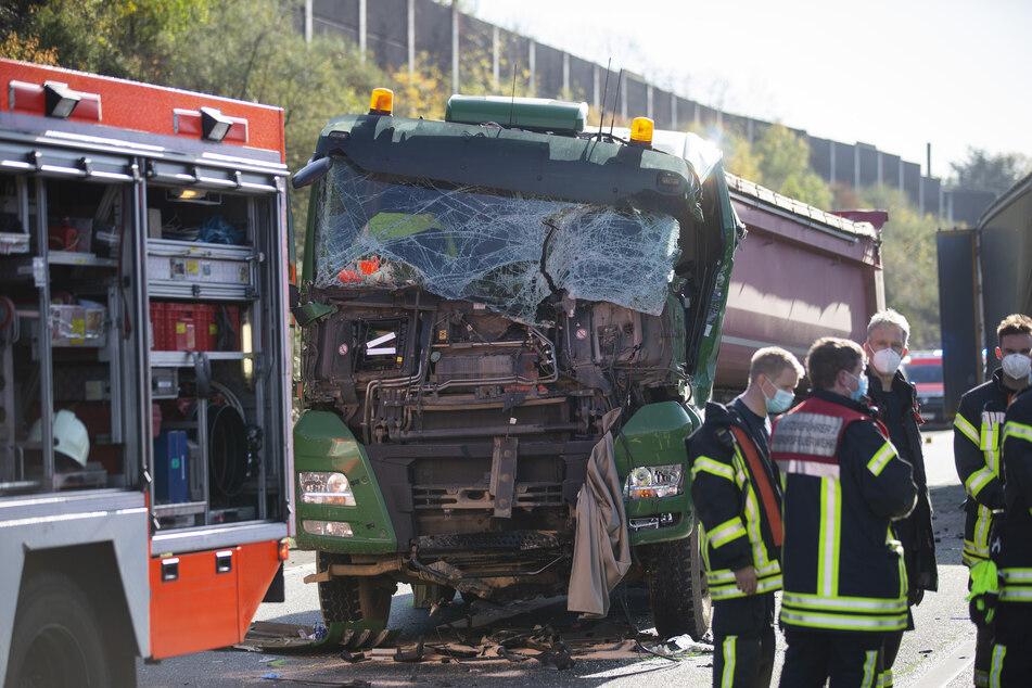 Schwerer Unfall auf A3 bei Köln: Laster krachen ineinander