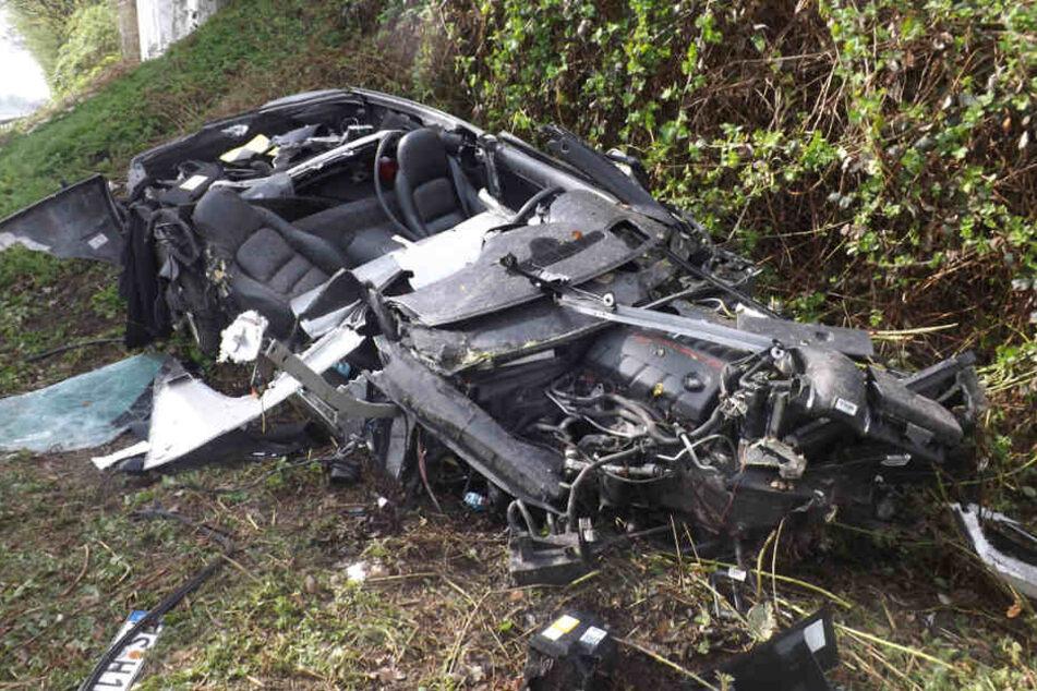 Der Sportwagen wurde bei dem Unfall vollständig zerstört.