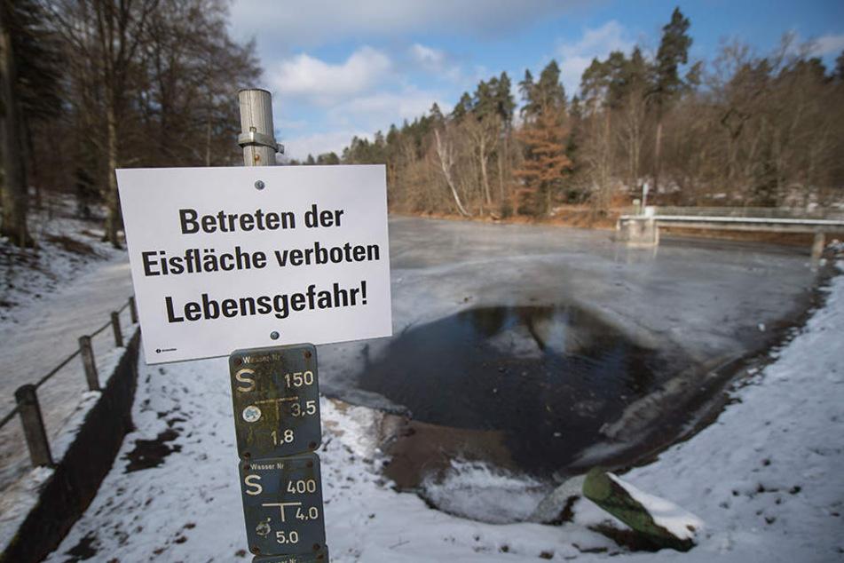 Zugefrorene Seen sehen einladend aus, sind aber lebensgefährlich! (Symbolbild)