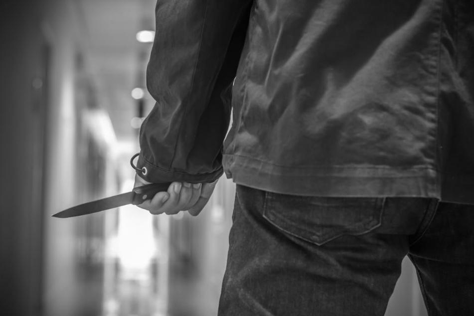 Einer der Streitenden zog plötzlich ein Messer und stach auf seinen Schwager ein. (Symbolbild)