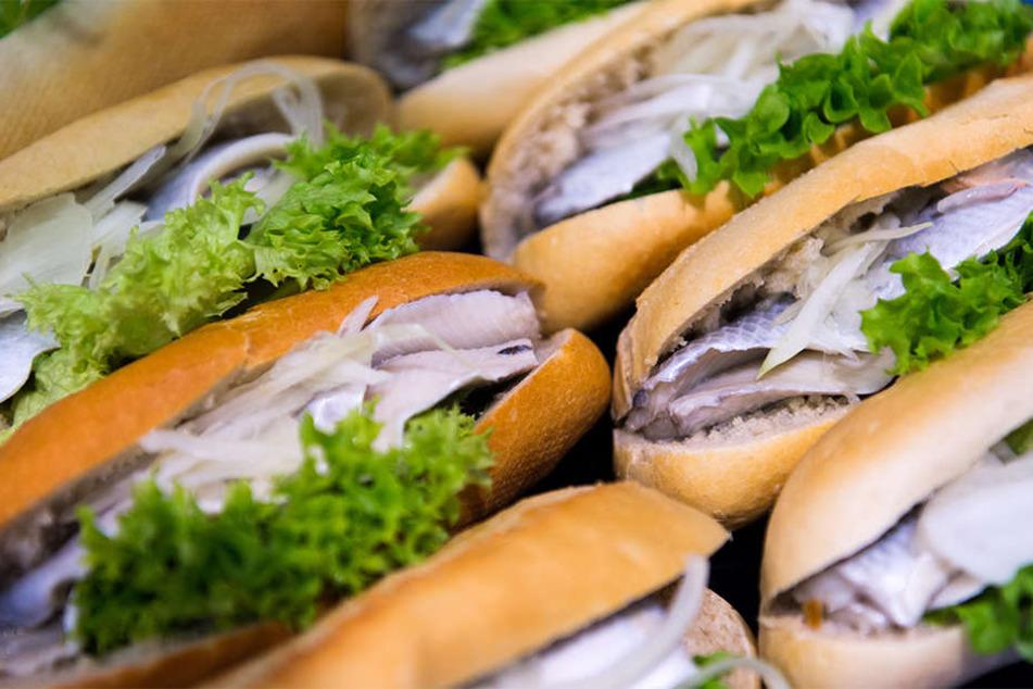 Wer am Veggiestand ansteht, erwartet normalerweise andere Speisen als Fischsemmeln.