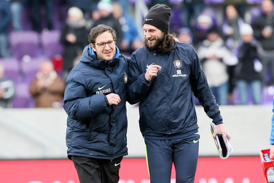 Sie wollenam Samstag in Kiel lachen und sich über drei Punkte freuen: FCE-Trainer Hannes Drews (l.) und sein Co Robin Lenk.
