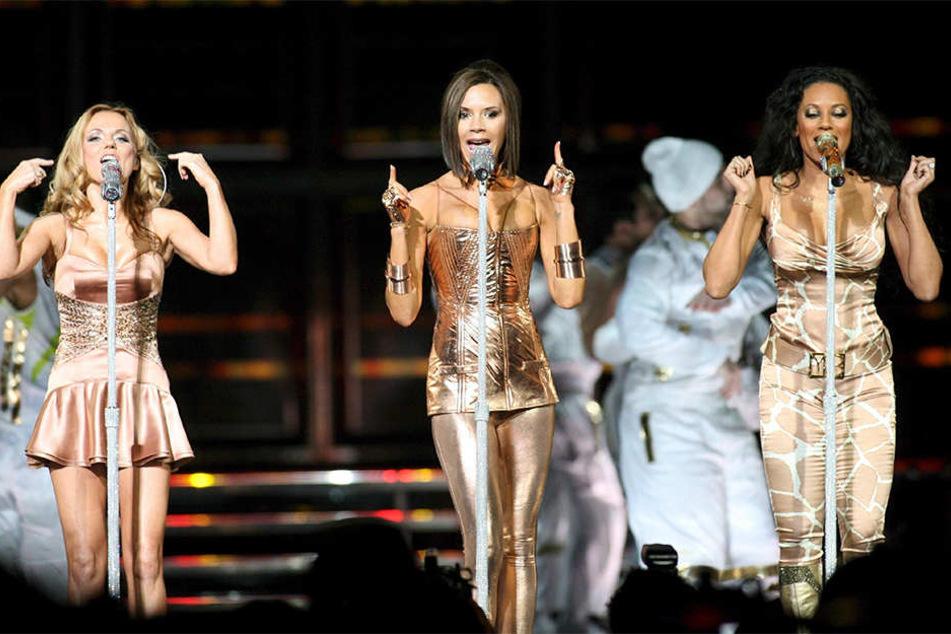 Victoria Beckham (M.) wird bei der Spice-Girls-Reunion voraussichtlich nicht dabei sein.
