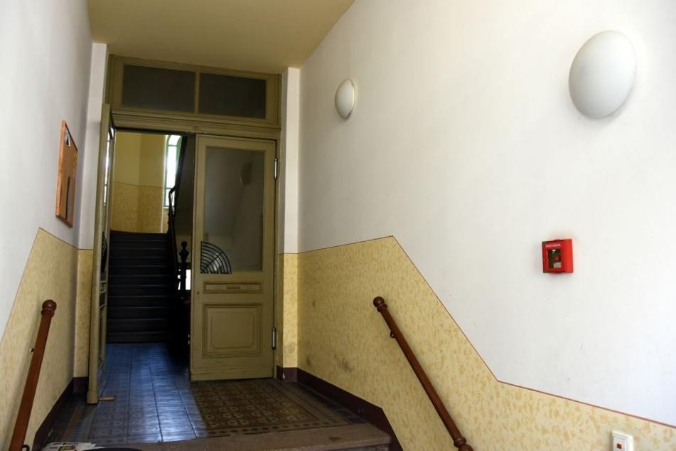 In diesem Treppenhaus lauerte der bewaffnete 43-Jähriger.