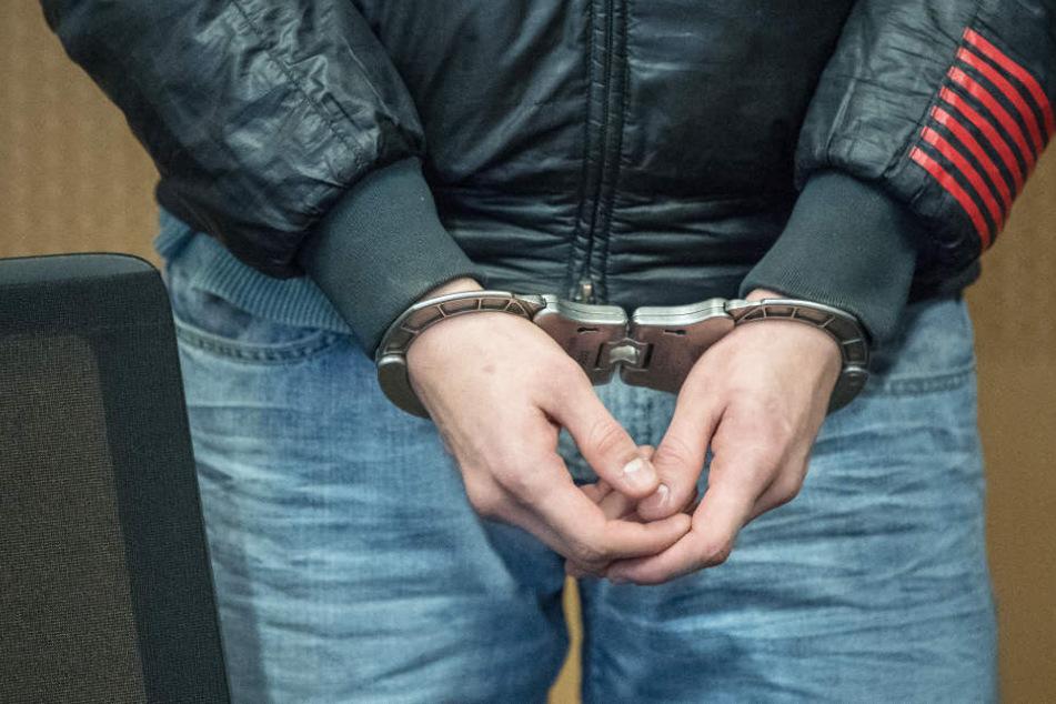 Die Polizei hat einen 40-Jährigen festgenommen, der einen Obdachlosen schwer verletzt haben soll (Symbolbild).