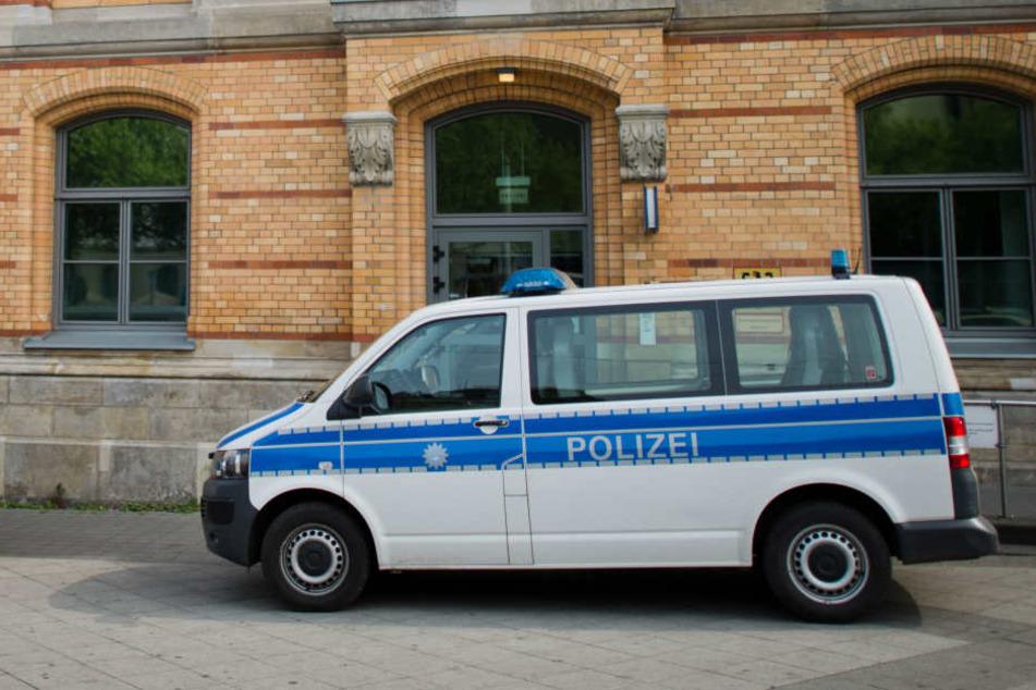 Nach einem Hinweis Anfang Februar gab es in Nordrhein Westfalen Razzien in acht Polizeidienstellen.
