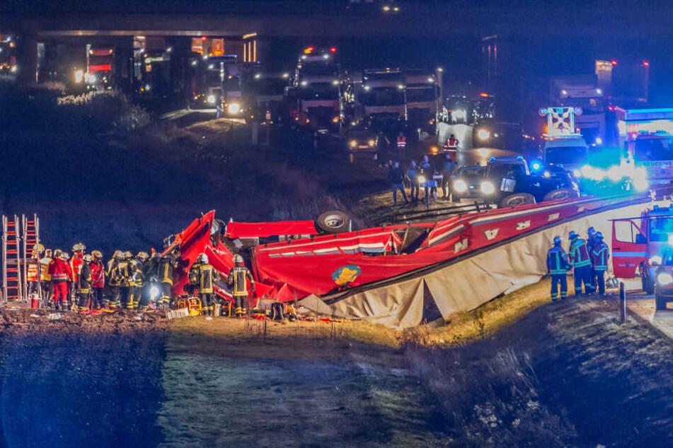 Der Lkw war nach dem Unfall völlig zerstört.