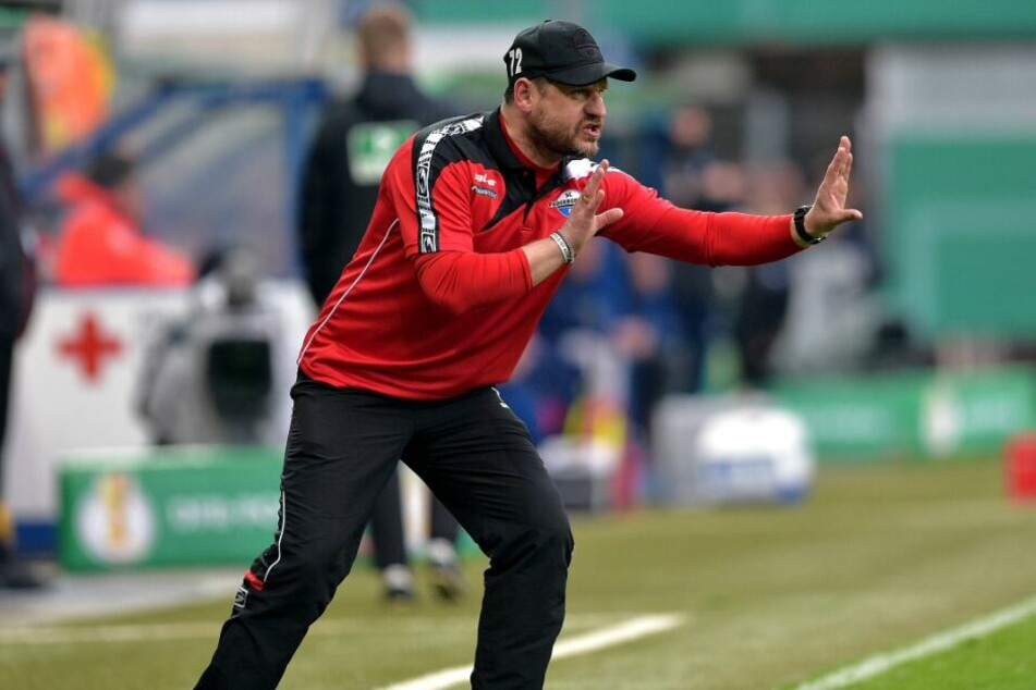 Trainer Steffen Baumgart gab am Spielfeldrand vollen Körpereinsatz.