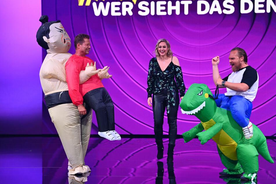 Til Schweiger (l.) und Axel Stein (r.) werden auch gemeinsam performen. Ob Ruth Moschner (M.) ihnen das vor der Show überhaupt gesagt hatte?
