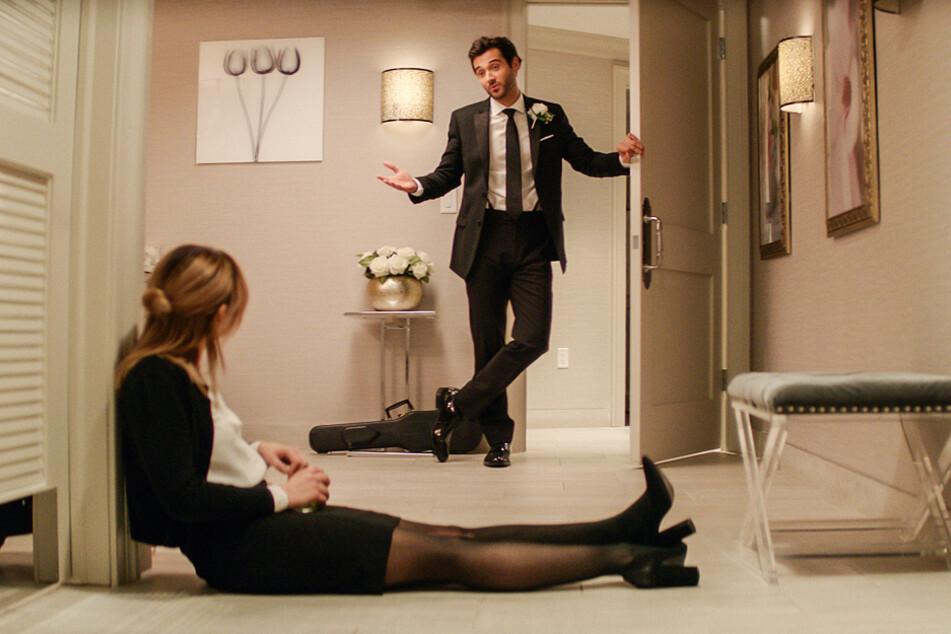 Mitten in einer großen Sinnkrise trifft Lucy Neal (l., Lucy Hale) auf den charmanten Grant Anderson (Leonidas Gulaptis).