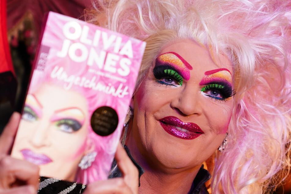 """In ihrer Biografie """"Ungeschminkt"""" erzählt Dragqueen Olivia Jones (51) von ihrer Kindheit, Mobbing und familiären Tragödien."""