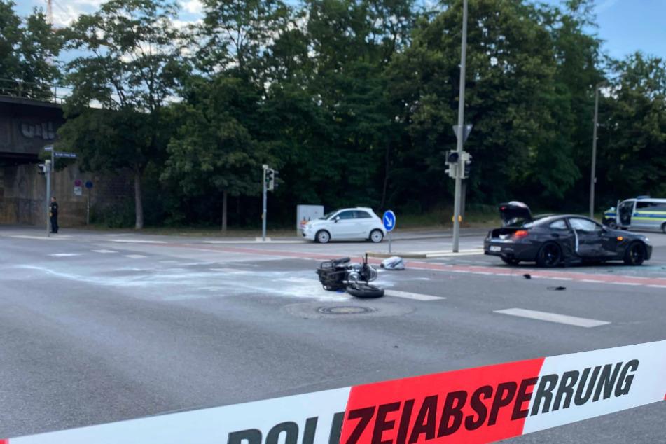 BMW-Fahrer übersieht Biker: 49-Jähriger lebensgefährlich verletzt