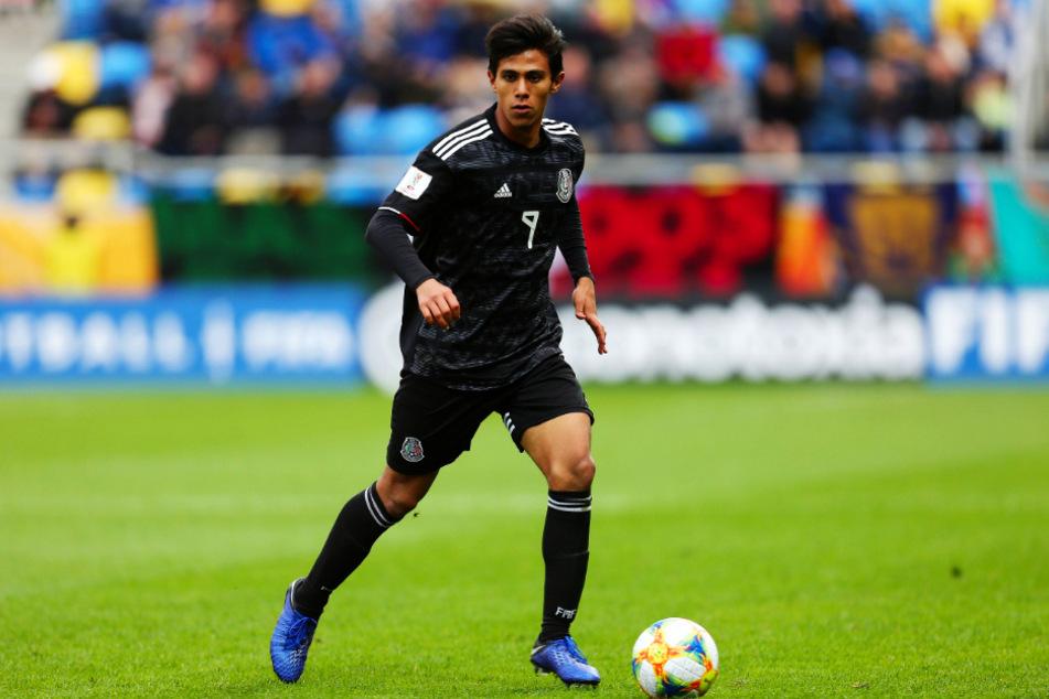 Jose Juan Macias (20) gibt sich hinsichtlich eines Wechsels zum BVB bedeckt. Die Bundesliga hat er jedoch intensiv beobachtet.