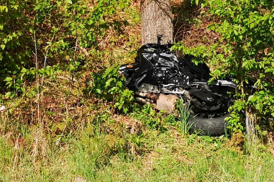 Tragödie bei Sonntagsausfahrt: Junger Motorradfahrer stirbt bei Horror-Unfall
