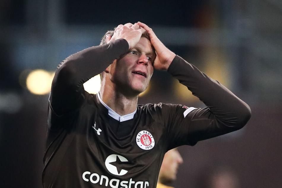 Stürmer Henk Veerman fasst sich nach Spielende ungläubig an den Kopf.