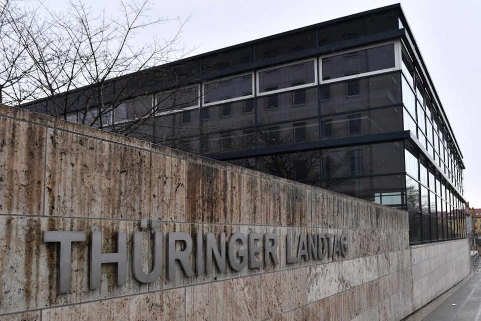 Am Mittwoch haben sich fast alle Parteien zu Fraktionssitzungen im Landtag eingefunden um einen Weg aus der Krise zu finden.