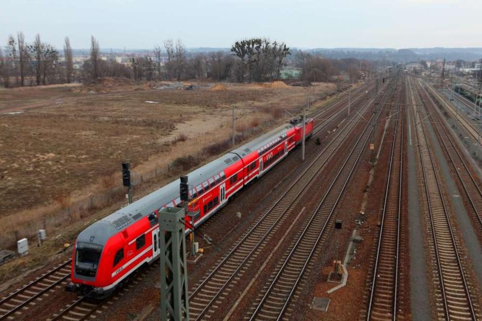 Im Zug von Pirna nach Dresden spielte sich ein Reisender am Geschlechtsteil herum.