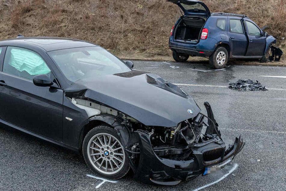 Ein Dacia und ein BMW stießen bei Pirna zusammen.
