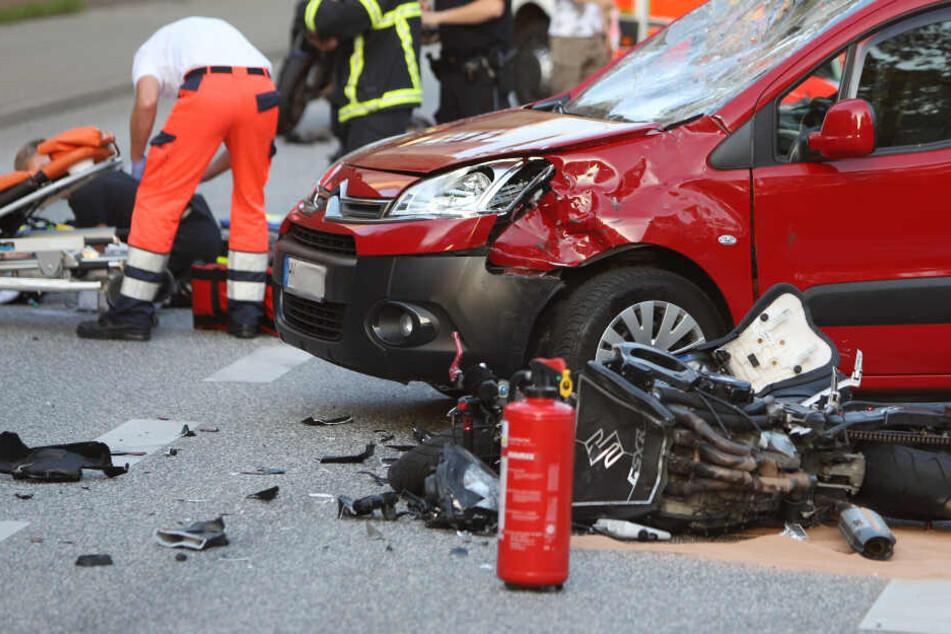 Schwerer Motorradunfall in Hamburg! Zwei Biker verletzt