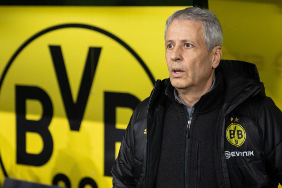 Ein Bild mit Symbolcharakter? Der BVB-Trainer Lucein Favre steht momentan mit dem Rücken zur Wand.