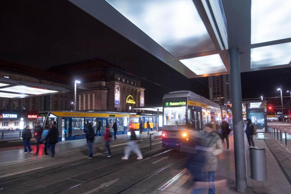 Der Vorfall ereignete sich an der Zentralhaltestelle vor dem Hauptbahnhof. (Symbolbild)