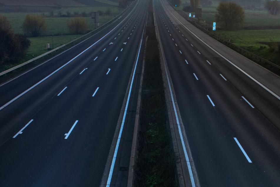 Auf der Autobahn fuhr der Betrunkene in der falschen Richtung. (Symbolbild)