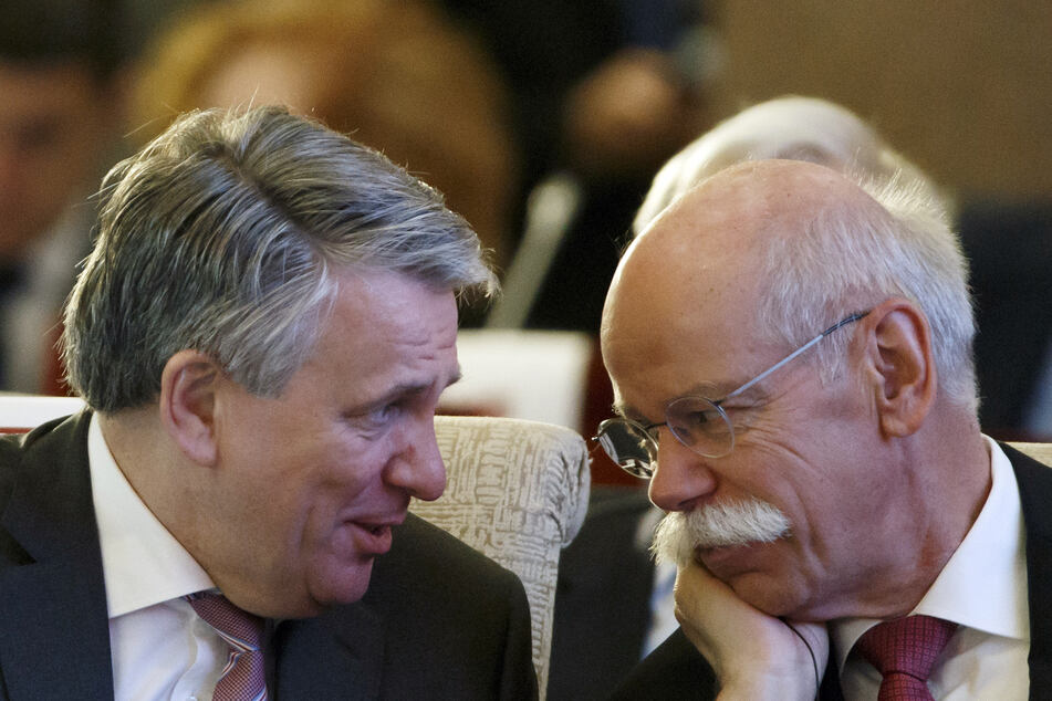Ben van Beurden (62, l.), Vorstandsvorsitzender von Royal Dutch Shell, und Dieter Zetsche (66), Vorstandsvorsitzender der Daimler AG und Leiter von Mercedes-Benz Cars. (Archivbild)