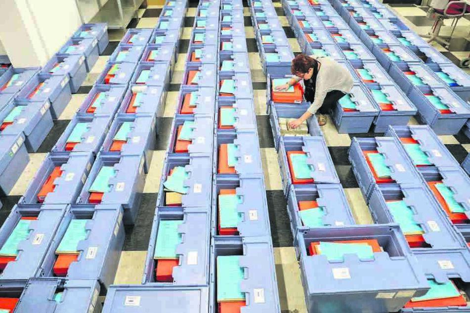 Geschäftiges Treiben in der Stimmzettel-Zentrale: So wie im September im Leipziger Wahllager wird es bei drohenden Neuwahlen wieder zugehen.