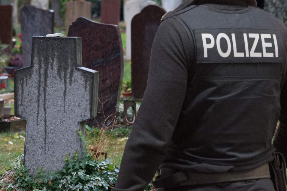 Fahndung der Polizei: Gefangener flieht während Beerdigung