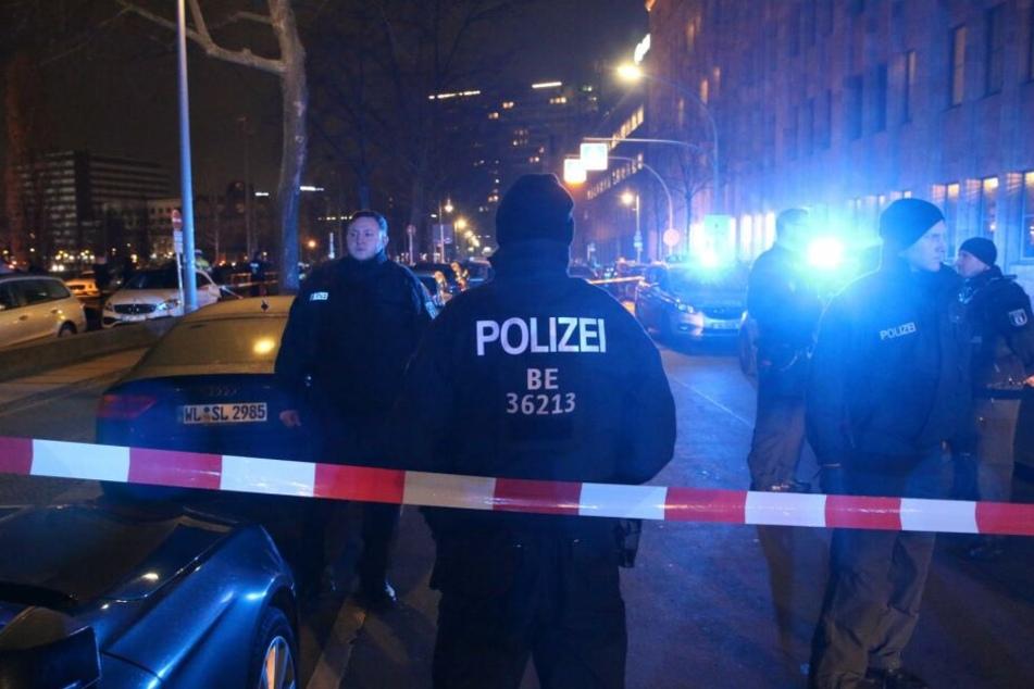 Vor dem Berliner Tempodrom sind am Freitagabend Schüsse gefallen.