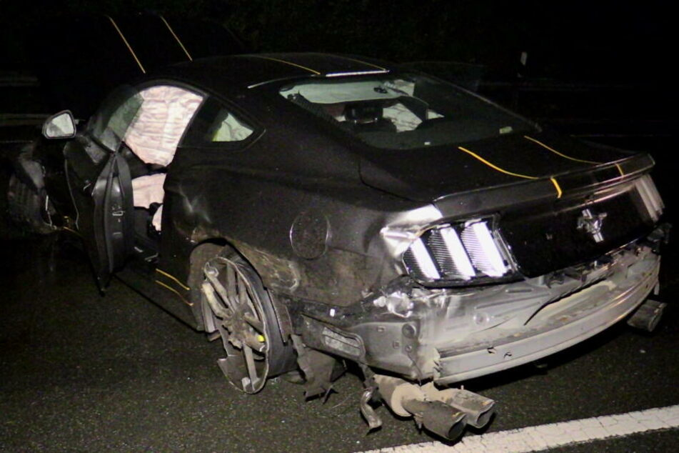 Der Ford Mustang GT wurde stark beschädigt.