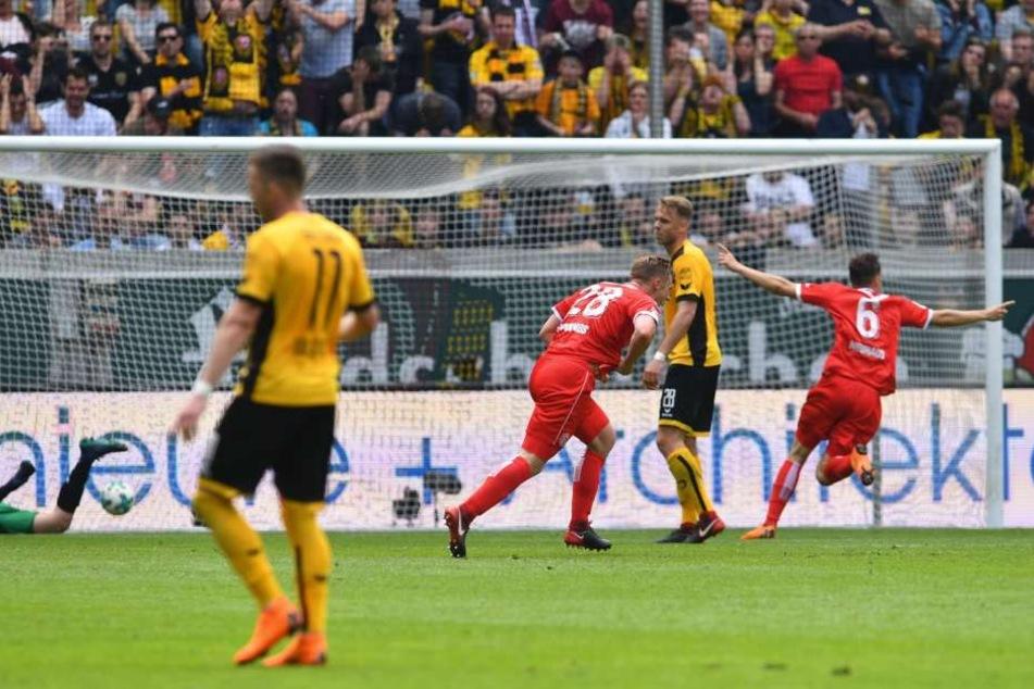 Torschütze Rouwen Hennings (28, Düsseldorf) hat gegen Dynamo das entscheidende Tor erzielt.