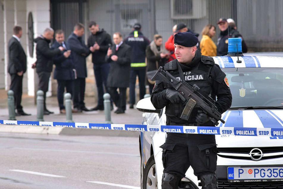 Die Polizei hatte mitgeteilt, sie habe bei dem Angreifer einen Abschiedsbrief gefunden. Einzelheiten daraus wurden jedoch nicht mitgeteilt.