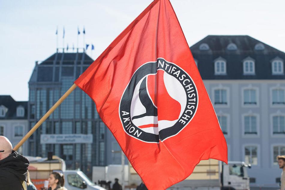 """Die AfD aus Bayern will jetzt Antifa-Aussteigern den Weg """"zurück ins Leben"""" erleichtern."""
