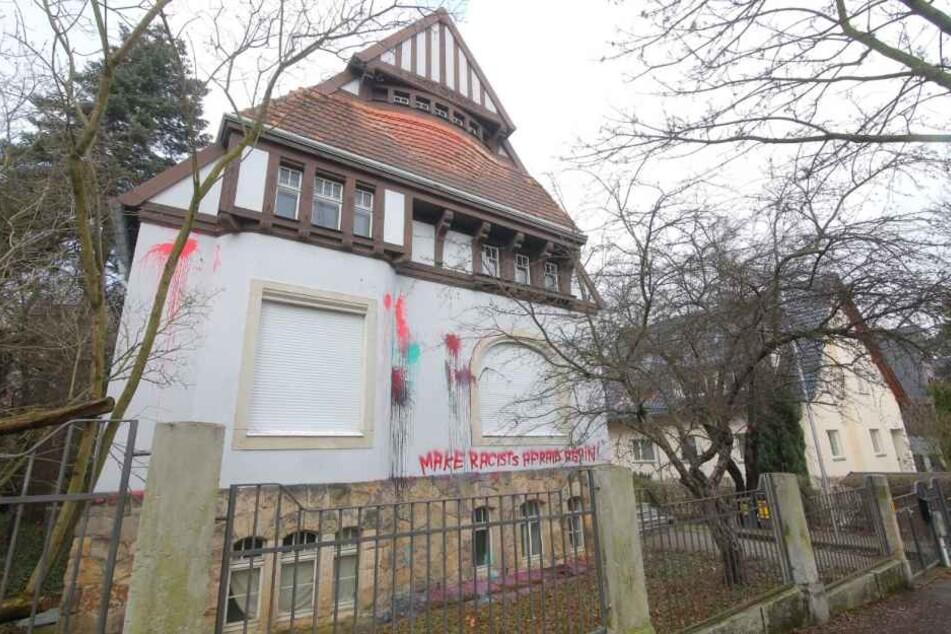 In der Nacht zum Donnerstag wurde ein Farbbomben-Anschlag auf die Villa der Burschenschaft Salamandria verübt.
