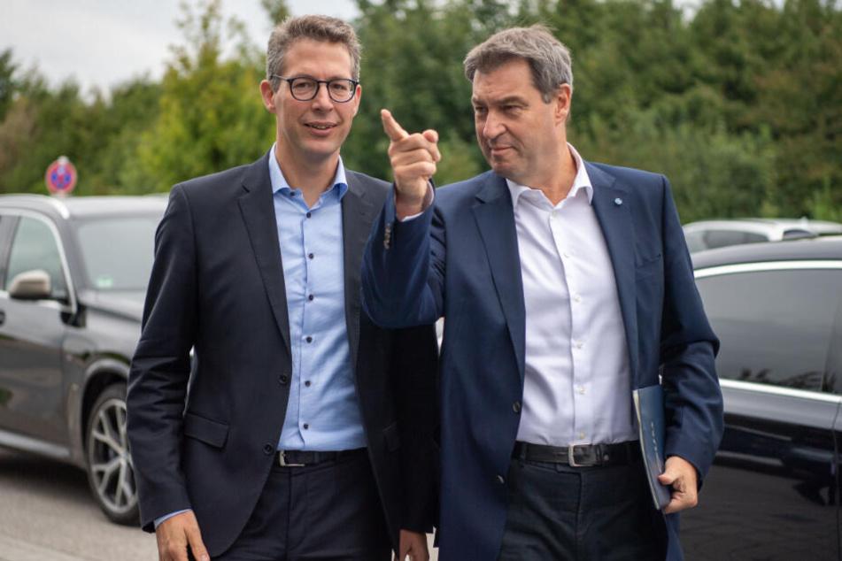 Markus Söder (r, CSU), Ministerpräsident von Bayern, und Markus Blume, Generalsekretär der CSU.
