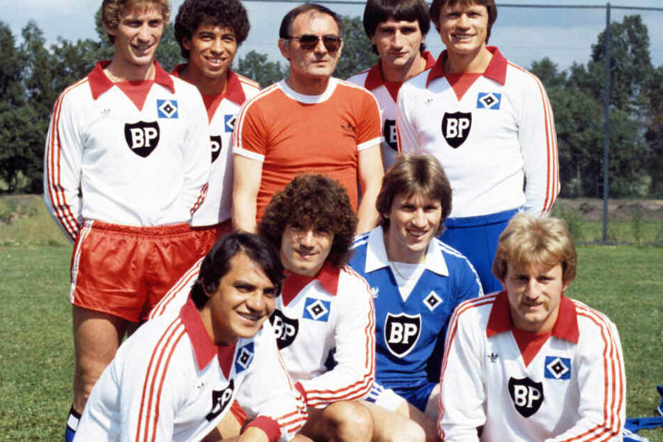 Als Spieler brachte es Magath (untere Reihe, erster von links) auf 306 Bundesliga-Spiele.