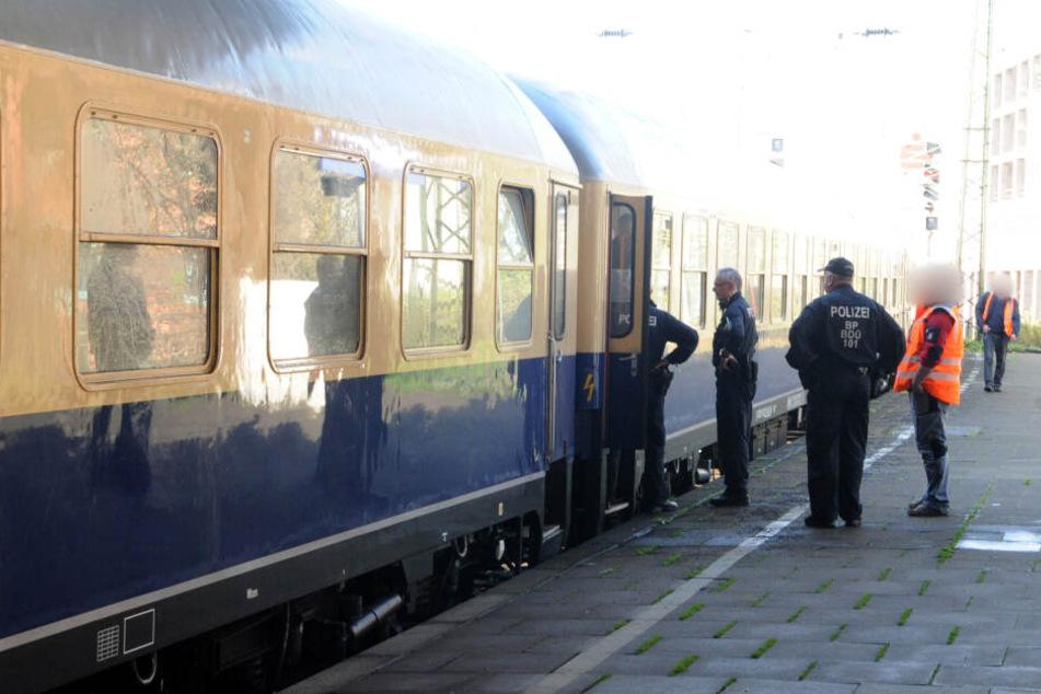In dem Zug befanden sich Fans auf der Rückreise vom Spiel Bayern München gegen Borussia Mönchengladbach am 14. April 2018. Eine 19-Jährige soll in dem Zug vergewaltigt worden sein.
