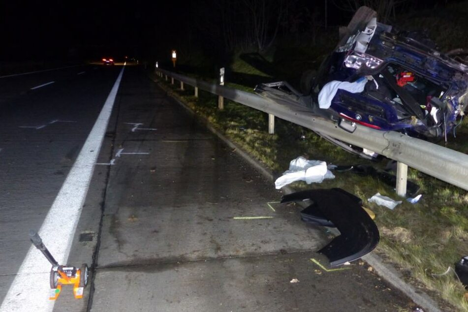 BMW überschlägt sich auf Autobahn, wonach die 33-Jährige schwer verletzt in eine Klinik eingeliefert werden muss.