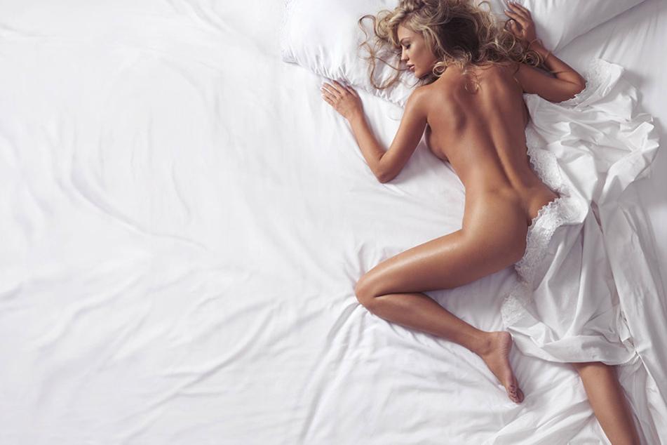 Eine Mutter hat das Netz um Rat gefragt, ob es normal ist, nackt mit dem eigenen Sohn im Bett zu schlafen. Die Antworten sind eindeutig.