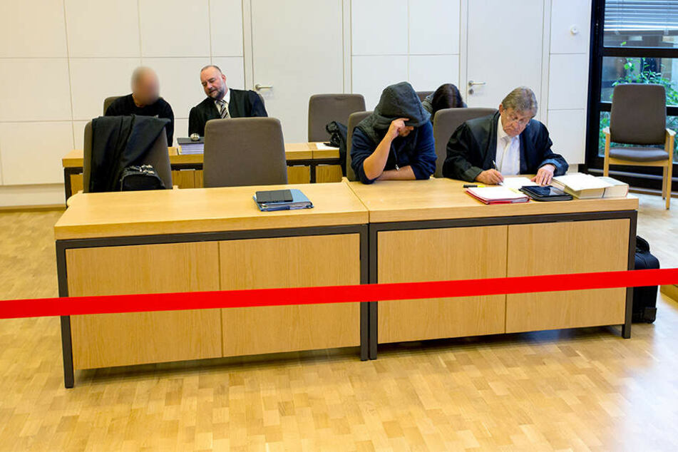 Einer der vier Angeklagten stammt aus Vlotho.