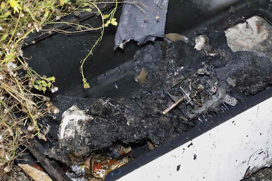 Eine bislang unbekannte Person hatte etwas in diesem Durchlauferhitzer entzündet, so dass es in dem Abbruchhaus zu einer starken Rauchentwicklung kam.