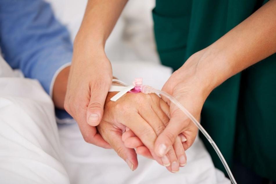 Dem Patient wurde die falsche Infusion gelegt. Wenige Stunden später war er tot. (Symbolbild).