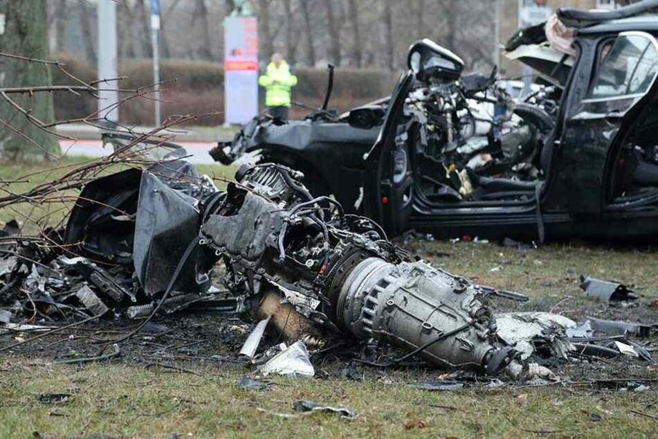 Bei dem Crash wurde der Motorblock (vorn) aus dem Auto gerissen.