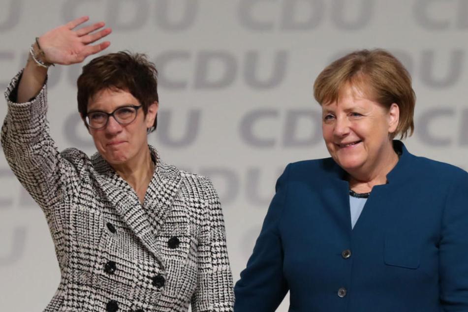 Annegret Kramp-Karrenbauer löst Angela Merkel als CDU-Vorsitzende ab.