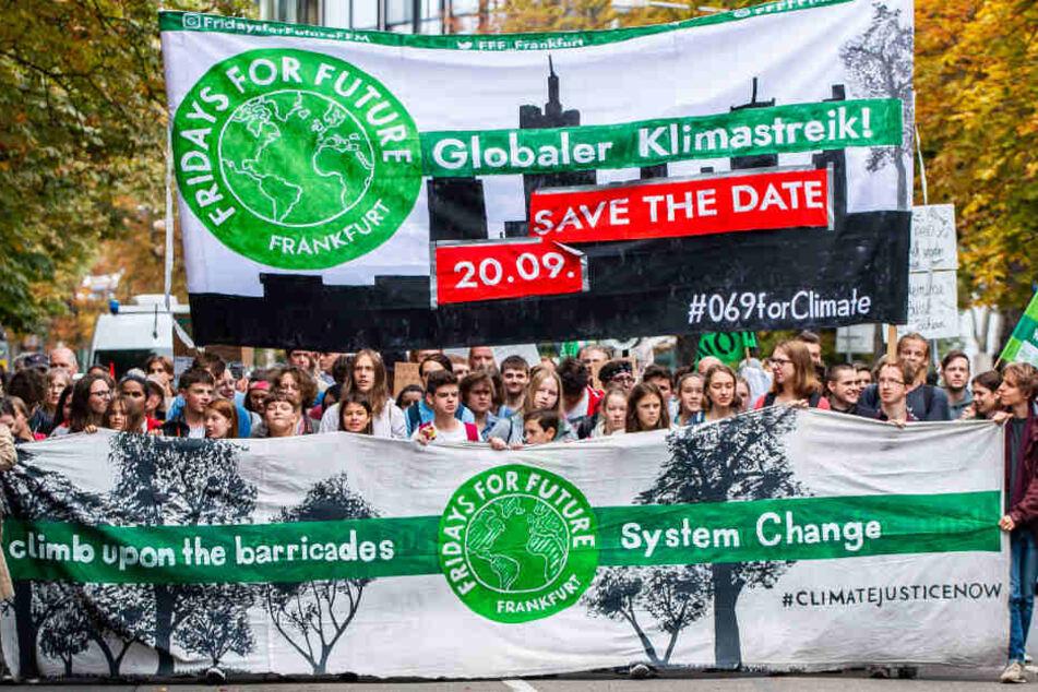 Schon am Freitag demonstrierten Schülerinnen und Schüler der Fridays for Future-Bewegung in Frankfurt.